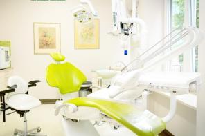 Białe zęby bez wyrzeczeń – Dental Clinic