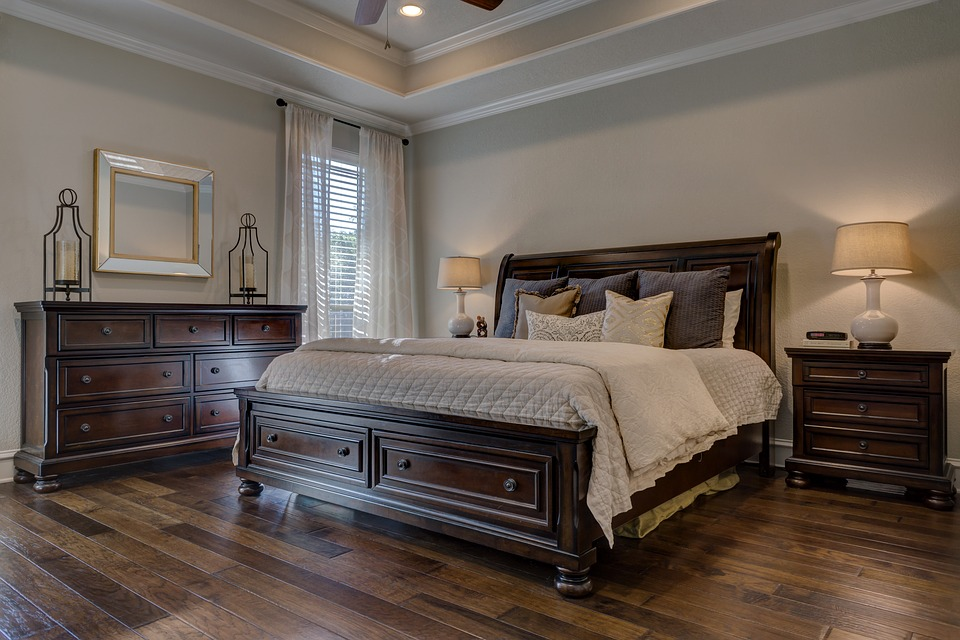 magazynkobiet.pl - bedroom 1940169 960 720 - Łóżka tapicerowane – z czego wynika ich popularność?