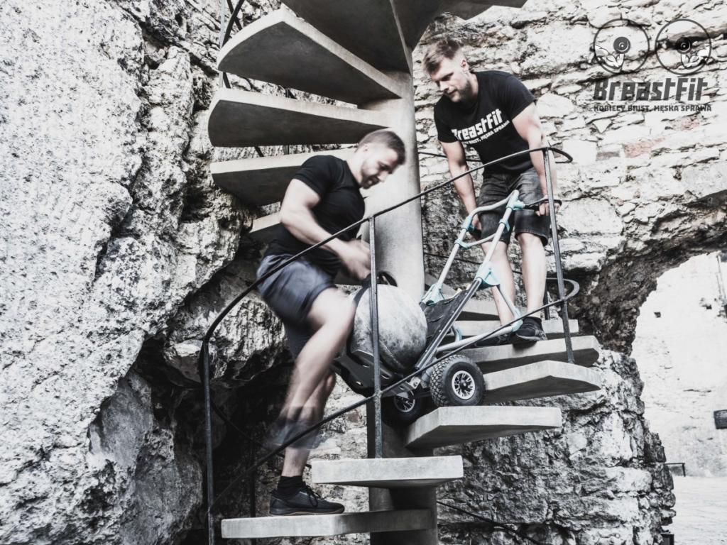magazynkobiet.pl - fot. mat. prasowe Sesja na zamku w Ogrodzieńcu 3 1024x768 - Kobiecy biust, męska sprawa