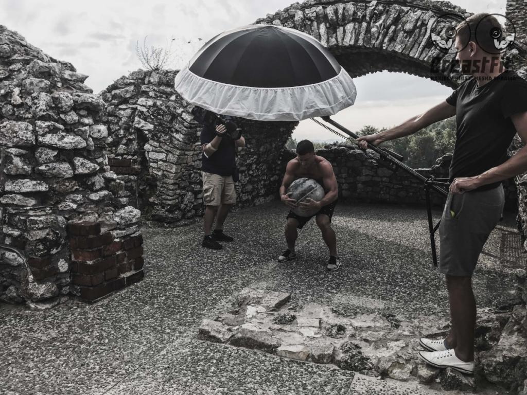 magazynkobiet.pl - fot. mat. prasowe Sesja na zamku w Ogrodzieńcu 4 1024x768 - Kobiecy biust, męska sprawa