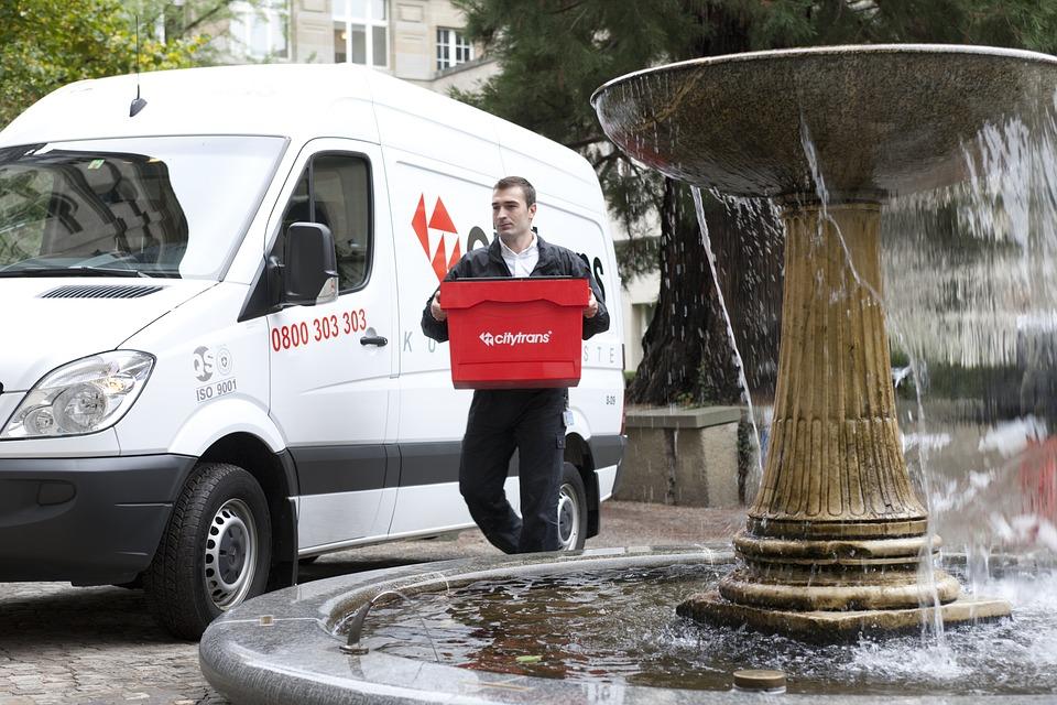 magazynkobiet.pl - city trans 3332623 960 720 - Śledzenie przesyłek – użyteczna usługa dla pracowników i odbiorców