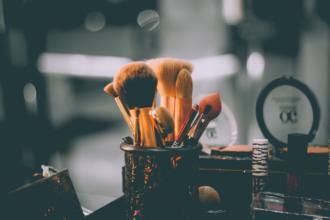 magazynkobiet.pl - kosmetyki 330x220 - 5 zasad prawdziwej kosmetycznej minimalistki