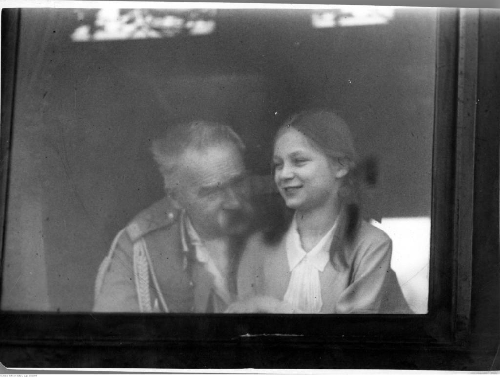 magazynkobiet.pl - fot. NAC Józef Piłsudski z córką Jadwigą. 1931 r. 1024x772 - Pilotka RAF - Jadwiga Piłsudska-Jaraczewska