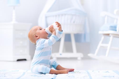 magazynkobiet.pl - fotolia 120509845 - Mleko modyfikowane dla dzieci – jakie wybrać?