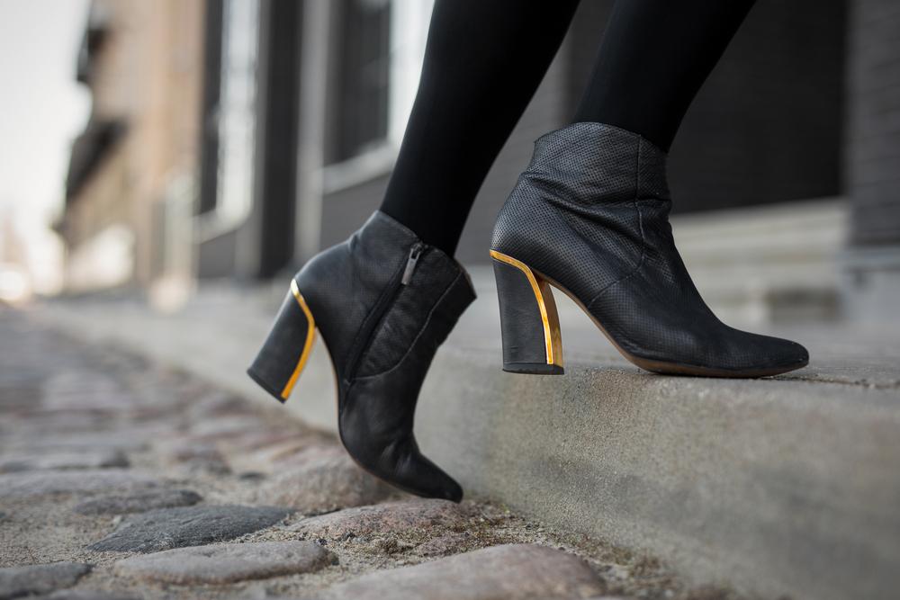 magazynkobiet.pl - shutterstock 713586211 - Do czego nosić botki damskie – sprawdź nasze propozycje!