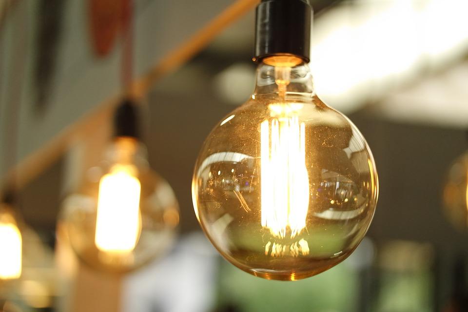 magazynkobiet.pl - light 1283795 960 720 - Lampy i żarówki idealne do konkretnych pomieszczeń