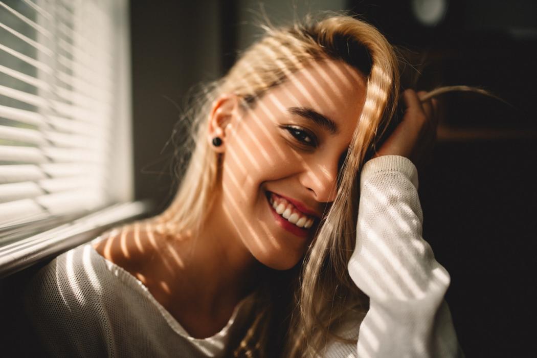 magazynkobiet.pl - photo 1521117177129 ca6b2e68cb26 1050x700 - Metamorfoza uśmiechu w Nawrocki Clinic
