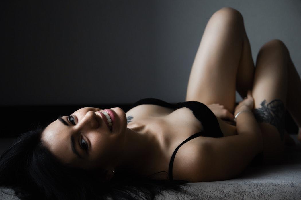 magazynkobiet.pl - photo 1543257213 425133a93f06 1 1050x700 - Bielizna wyszczuplająca bezszwowa - dlaczego warto ją nosić?