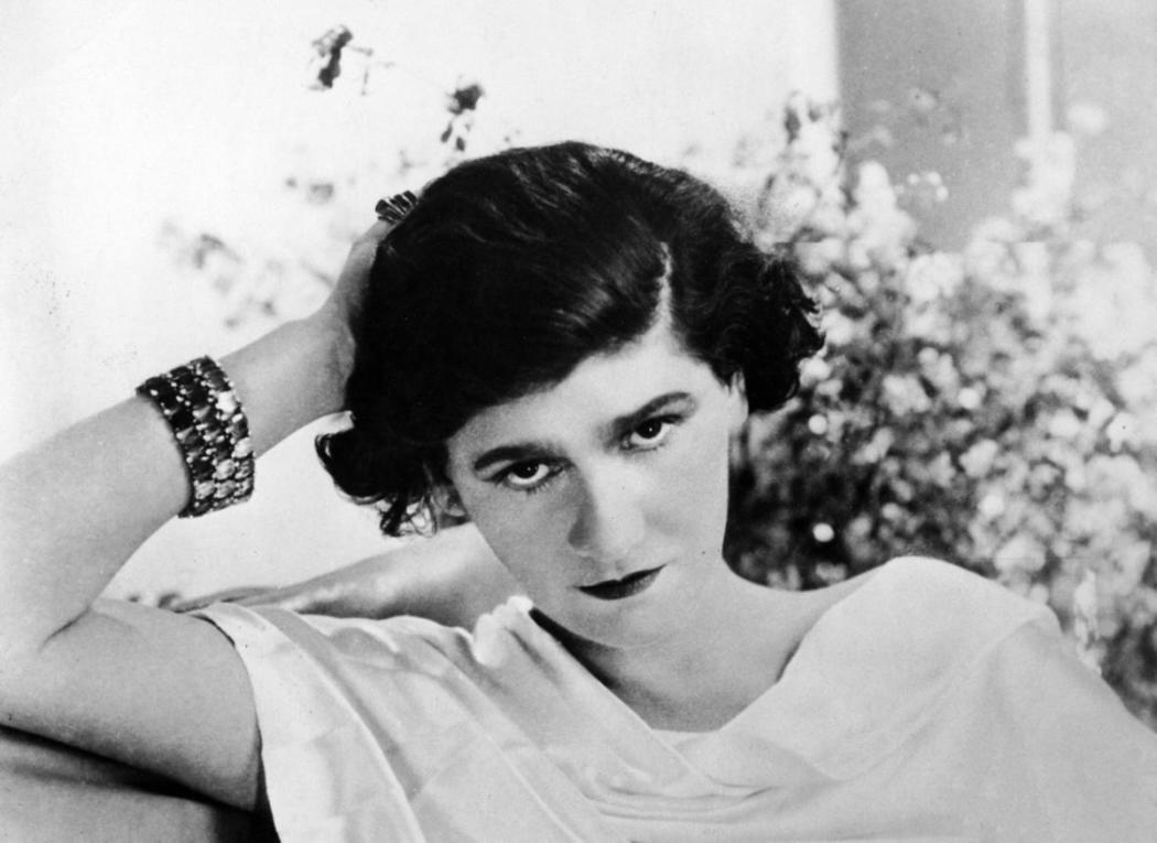 magazynkobiet.pl - Coco Chanel 1920 wikimedia 1050x765 - Coco Chanel