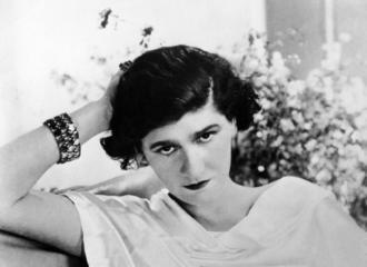 magazynkobiet.pl - Coco Chanel 1920 wikimedia 330x240 - Coco Chanel
