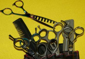magazynkobiet.pl - hairdresser 1098831 1280 330x228 - Otwierasz salon fryzjerski? Koniecznie przeczytaj!