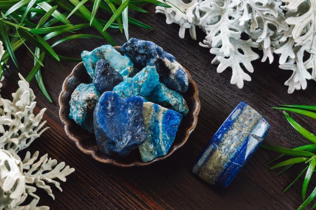 magazynkobiet.pl - nobleplace2 04.2019 lapislazuli niebiekikamien 1050x698 - Lapis lazuli – niebiański kamień z pracowni Michała Anioła