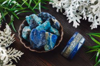magazynkobiet.pl - nobleplace2 04.2019 lapislazuli niebiekikamien 330x219 - Lapis lazuli – niebiański kamień z pracowni Michała Anioła