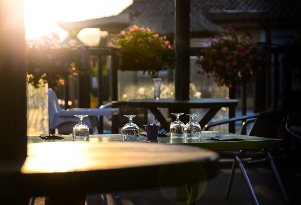 magazynkobiet.pl - set table 2609201 1280 1050x718 - Serwis obiadowy - na co zwrócić uwagę przy zakupie?