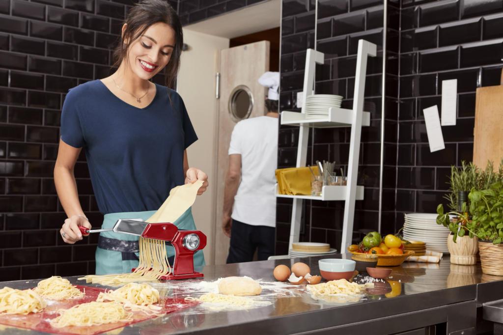 magazynkobiet.pl - 96989 01 VMLKombi XLSchuerzentuch 3 190 opi 1024x682 - Włoski styl w modzie i w kuchni od Tchibo!