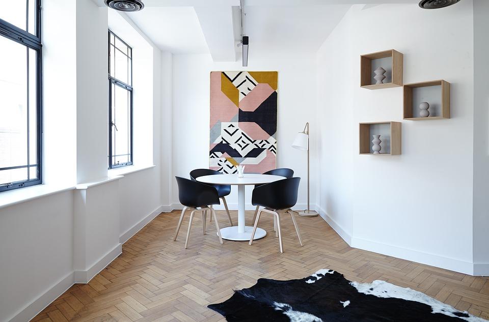 magazynkobiet.pl - chairs 2181968 960 720 - Najnowsze trendy w urządzaniu wnętrz — zaprojektuj modny salon