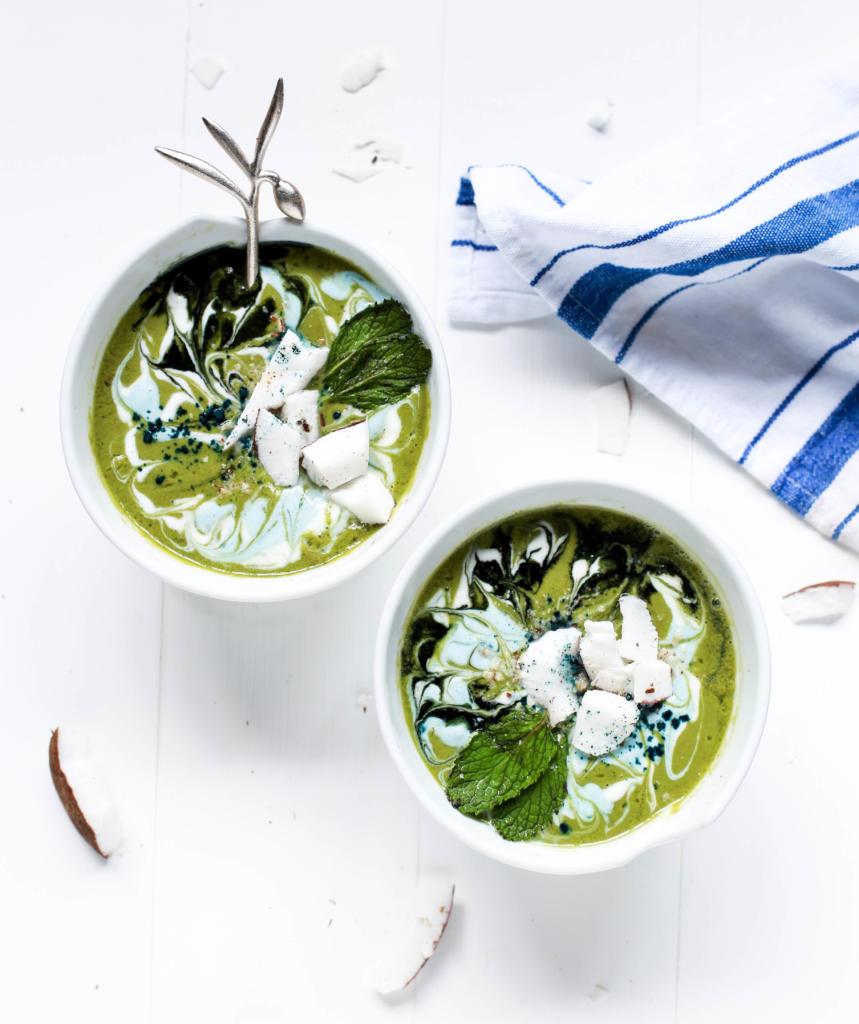 magazynkobiet.pl - foodiesfeed.com swirly green smoothie bowls 859x1024 - Dieta pudełkowa