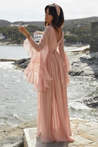 magazynkobiet.pl - główne sukienka maxi 330x491 - Mini czy maxi? Odkrywamy, jakie sukienki będą modne tego lata
