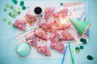 magazynkobiet.pl - cakes 2600951 960 720 330x220 - Najpopularniejsze opcje prezentów urodzinowych