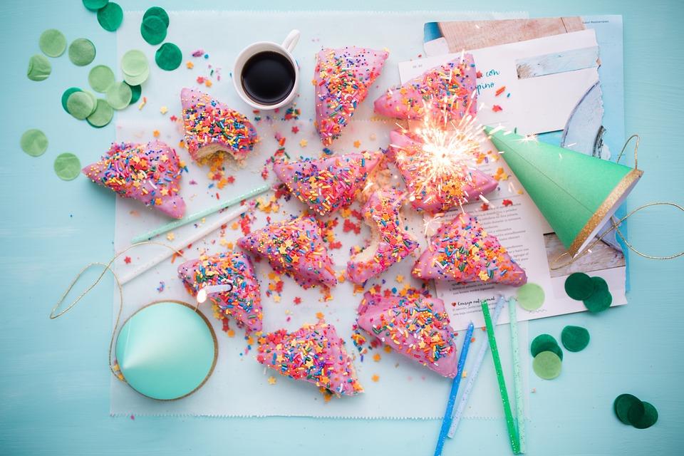 magazynkobiet.pl - cakes 2600951 960 720 - Najpopularniejsze opcje prezentów urodzinowych