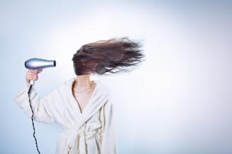 magazynkobiet.pl - 73da7e6e8ce634217d85e987d3dd61fd 330x220 - 3 najlepsze suszarki do włosów od Philipsa – nasz wybór