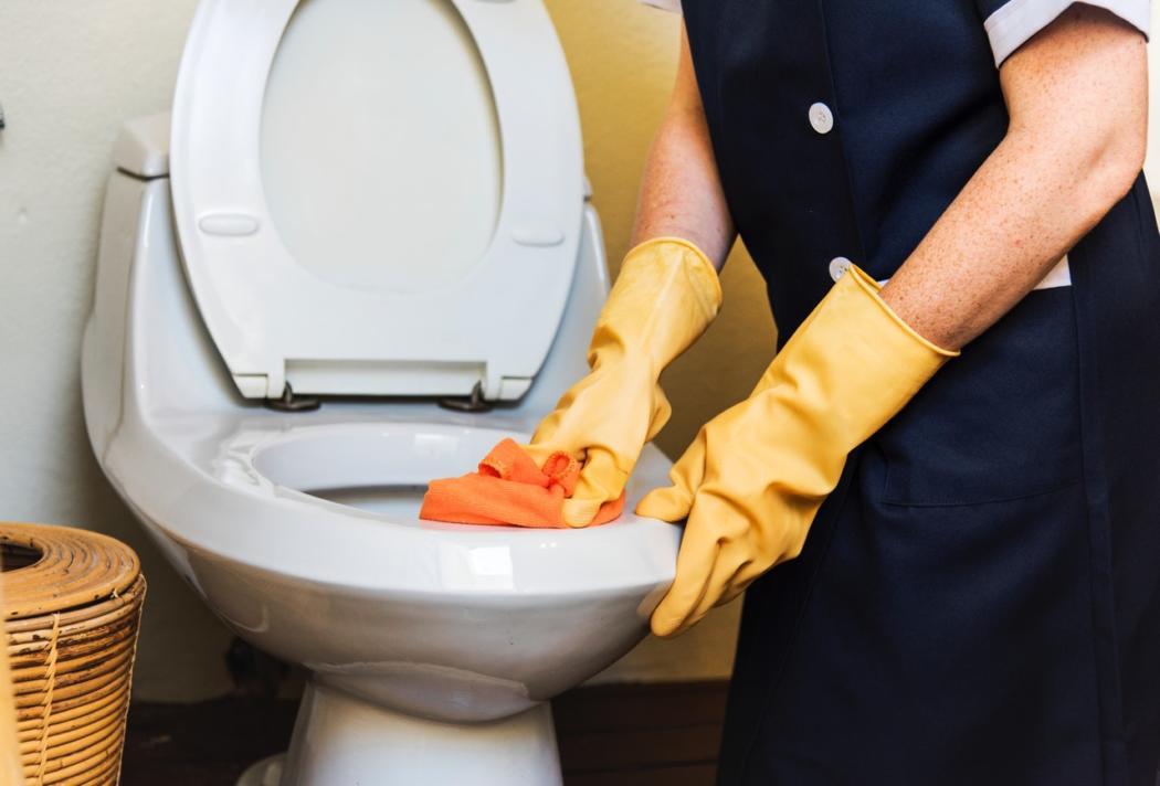 magazynkobiet.pl - Kopia Efektywne sposoby na czyszczenie łazienki sprawdź nasze triki 1050x712 - Efektywne sposoby na czyszczenie łazienki - sprawdź nasze triki
