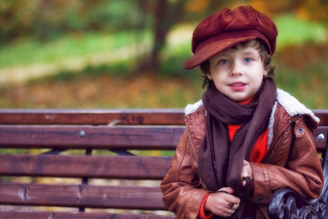 magazynkobiet.pl - e59bce85dd5391945f0da264baeb80d1 1050x701 - Kompletny przewodnik po chłopięcych kurtkach na jesień