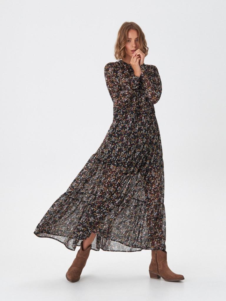 magazynkobiet.pl - botki kowbojki sukienka boho 768x1024 - Botki do sukienki – czym kierować się przy wyborze?