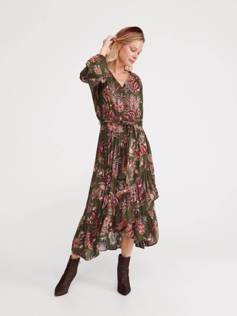 magazynkobiet.pl - botki na szpilce sukienka midi 768x1024 - Botki do sukienki – czym kierować się przy wyborze?