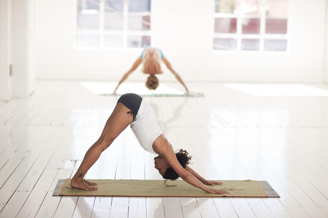 magazynkobiet.pl - yoga 2959213 1280 1 1050x700 - Wielofunkcyjna drabinka gimnastyczna Winner Black