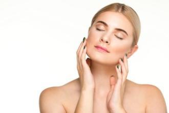 magazynkobiet.pl - tlusta skóra 330x220 - Jak pielęgnować tłustą skórę?