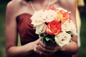 Jak wybrać modną sukienkę na wesele?