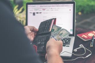 magazynkobiet.pl - artem beliaikin e geRd5eCQ unsplash 330x220 - Wpływ hazardu online na gospodarkę