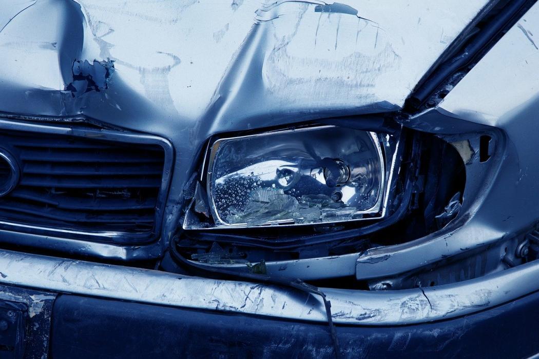 magazynkobiet.pl - headlamp 2940 1280 1050x700 - Najlepsze AC – 5 rzeczy, które warto wiedzieć przed zakupem polisy