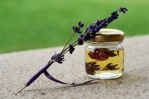 Olejek lawendowy: 5 najważniejszych powodów, dla których warto go stosować