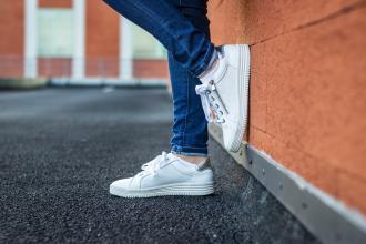 magazynkobiet.pl - adobestock 258301508 330x220 - Dlaczego kobiety pokochały sneakersy?
