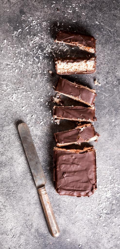 magazynkobiet.pl - raw homemade chocolate coconut dessert healthy veg GZSPCPU 494x1024 - Kokos