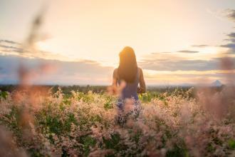 magazynkobiet.pl - 872430385688ca3b50b82b424d8dcaec 330x220 - Letnia moda, czyli jaka powinna być sukienka na lato?