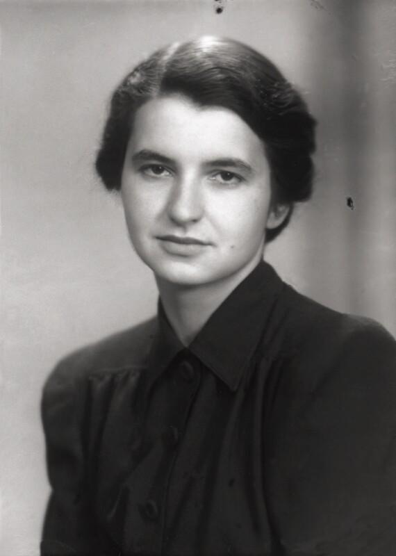 magazynkobiet.pl - Rosalind Franklin 1946 National Portrait Gallery sygn. NPGx 76928 - Rosalind Franklin – wymazane nazwisko
