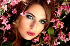 Makijaż oczu – jak efektownie pomalować oczy kredką?