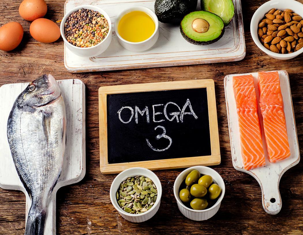 magazynkobiet.pl - kwasy tluszczowe omega 3 omega 6 1050x817 - Kwasy tłuszczowe omega-3 i omega-6 – w jakich produktach je znaleźć?