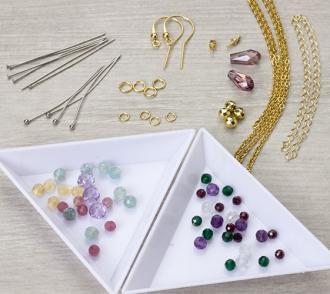 magazynkobiet.pl - materialy 330x294 - Popularne techniki tworzenia biżuterii