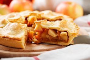 Przepis na szarlotkę? Poznaj niezwykłe pomysły na ciasto z jabłkami!