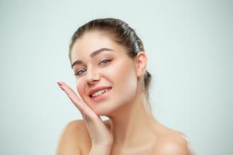 magazynkobiet.pl - hydrolaty 330x220 - Dlaczego warto zdecydować się na naturalne hydrolaty do twarzy?