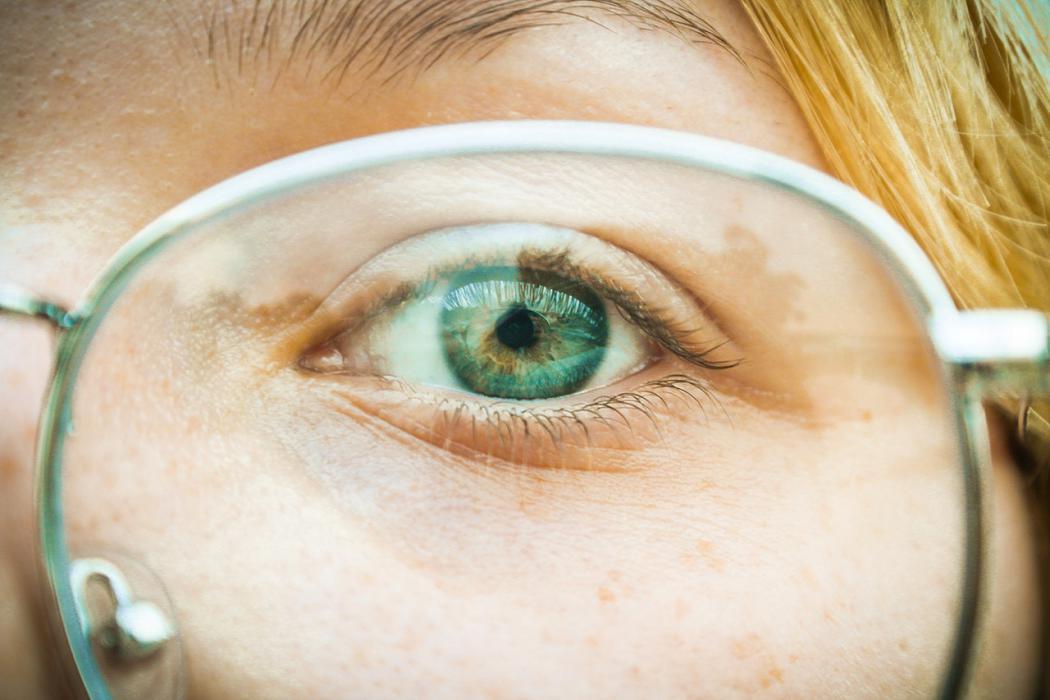 magazynkobiet.pl - laserowa korekcja wzroku 1 1050x700 - Wada wzroku? Spróbuj nowoczesnego leczenia laserem!