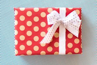 magazynkobiet.pl - Święta tuż tuż 3 triki na pakowanie prezentów oryginalny prezent 2 330x220 - Święta tuż-tuż: 3 triki na pakowanie prezentów