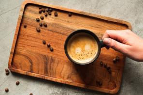 Dzień odmierzany ziarnami kawy