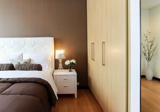 magazynkobiet.pl - 1.bed 1839184 1280 1 330x231 - Jak wybrać idealną szafę do sypialni?