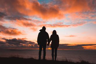 magazynkobiet.pl - 20210203151807 download 330x220 - Jakie związki prowadzą do małżeństwa?