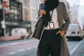 Moda damska na każdą kieszeń. 4 uniwersalne elementy, które powinny znaleźć się w garderobie modnej kobiety